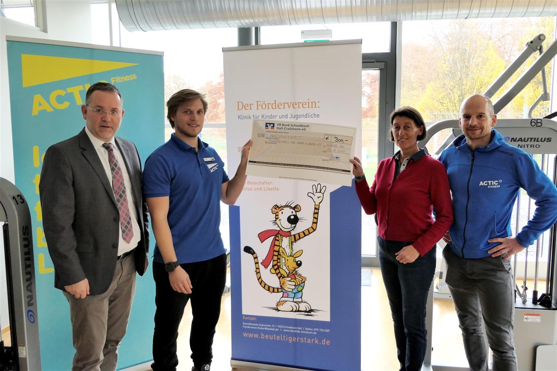 Spendenübergabe der Einnahmen des Indoor-Triathlons in Schwäbisch Hall an den Förderverein der Kinder- und Jugendklinik am Diak SHA